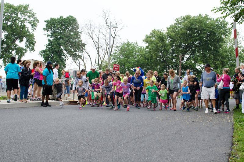 Children starting the Harrisburg Noodle Run 2014