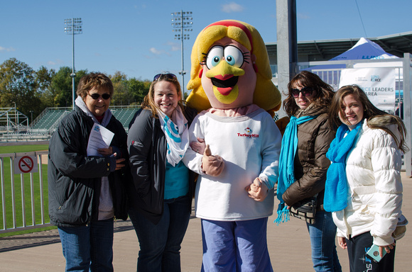 Mrs Turkey Hill Mascot with Lung Force Volunteers
