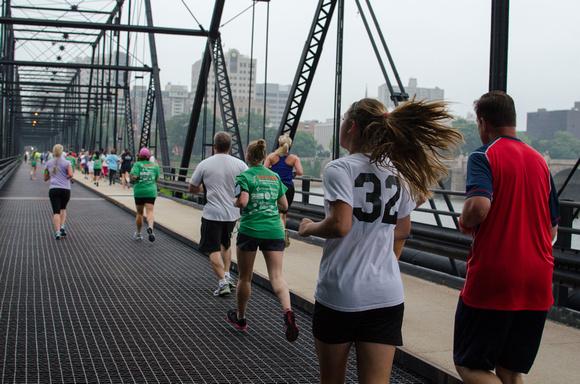 Harrisburg Pasta 5k Run across the Walnut Street bridge