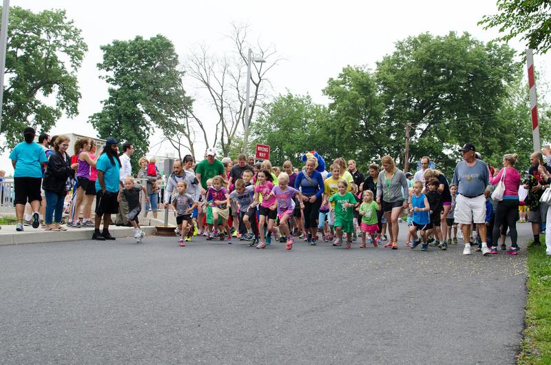 Children starting the Harrisburg Noodle Run 2014